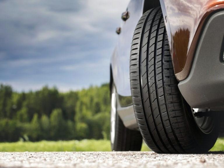 Как более тяжелые шины влияют на характеристики автомобиля?